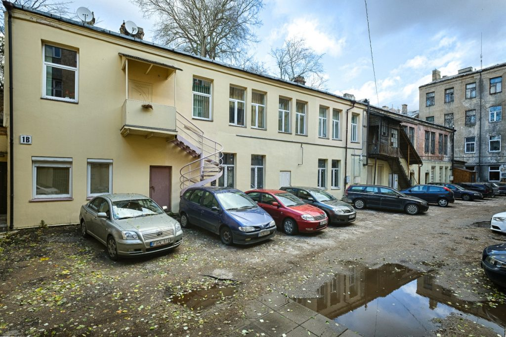 4 kambarių butas Senamiestyje